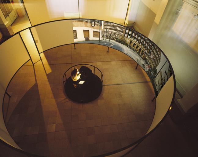 Danube university exhibit design management for Design sito