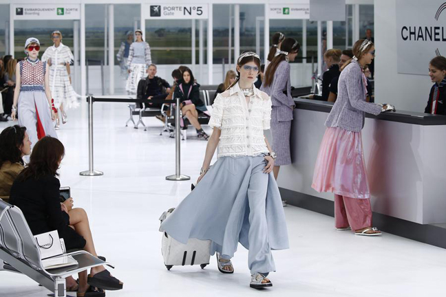 designer fashion 779cf 01c12 SS 2016 Ready – to – wear collection Chanel Airlines | ITSLIQUID