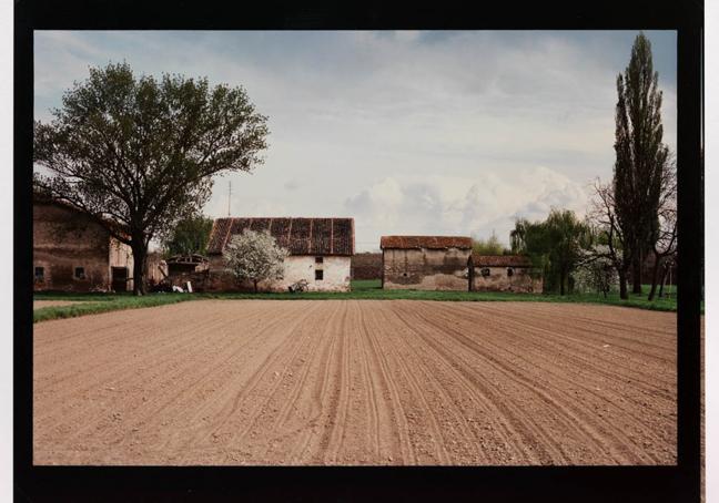 15_Luigi-Ghirri_Cadecoppi-Dalla-strada-per-Finale-Emilia-1989-1990_405x51-cm-1024x717
