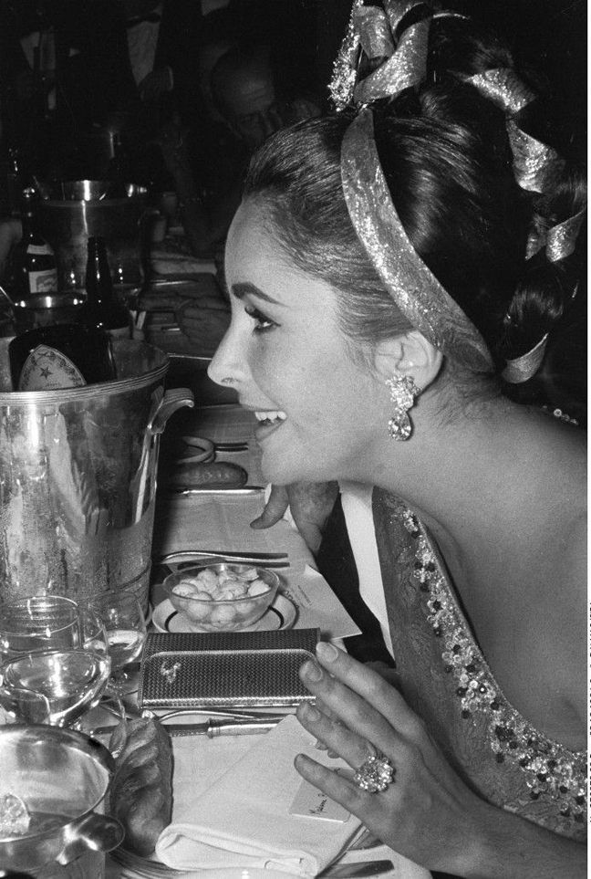 "American actress Elizabeth Taylor during a party at the ""Lido"". Paris, FRANC            E - 02/12/1964"