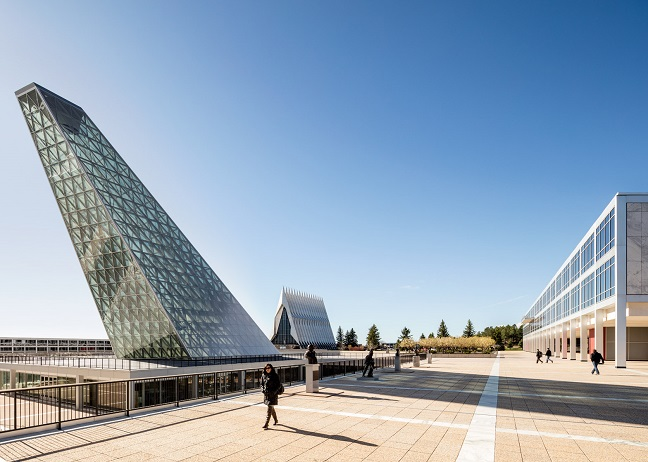 Oblique glass pyramid by SOM
