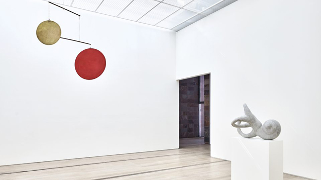 Fondation Beyeler presents Calder & Fishli/Weiss