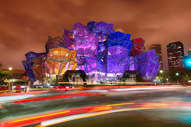 color-changing 'rose pavilion' by vasily klyukin