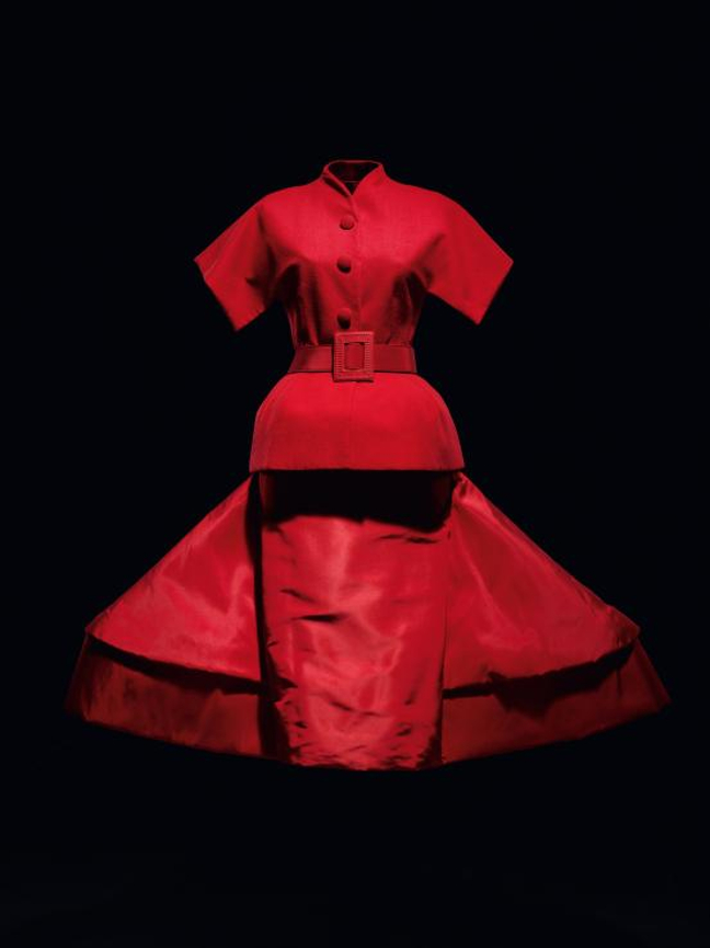 The House of Dior: Seventy Years of Haute Couture_001
