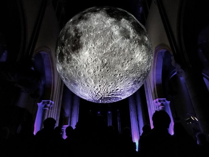 Luke Jeram- The Moon_Dommelhof