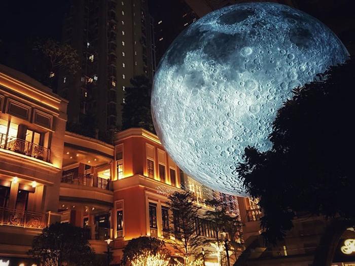 Luke Jeram- The Moon_Hong-Kong_2017_photo_by_Hoi-Suen-Chan