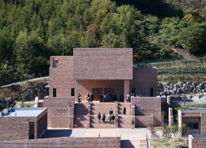 Jetavana Temple by Studio Gaon