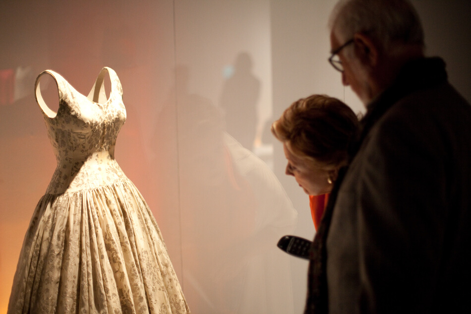 CRISTÓBAL BALENCIAGA. FASHION AND HERITAGE. CONTEXTS