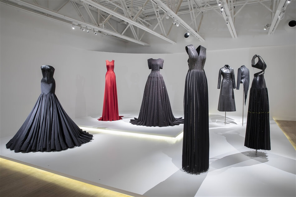Alaïa-Adrian: Masters of Cut